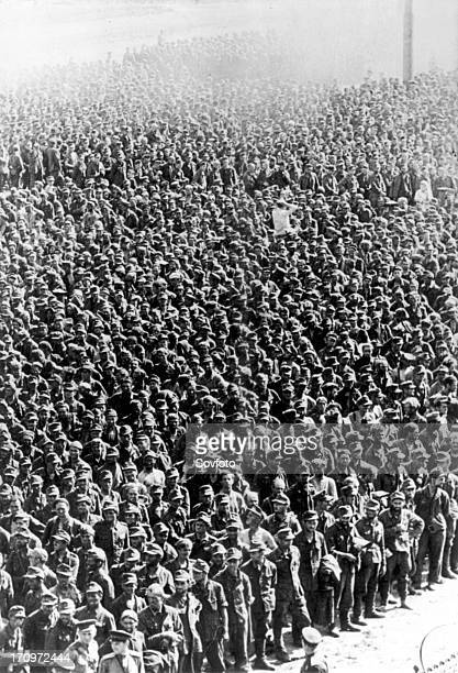 57600 germans officers and men taken prisoners on the byelorussian fronts wait for the train which will take them to a prisoners' camp