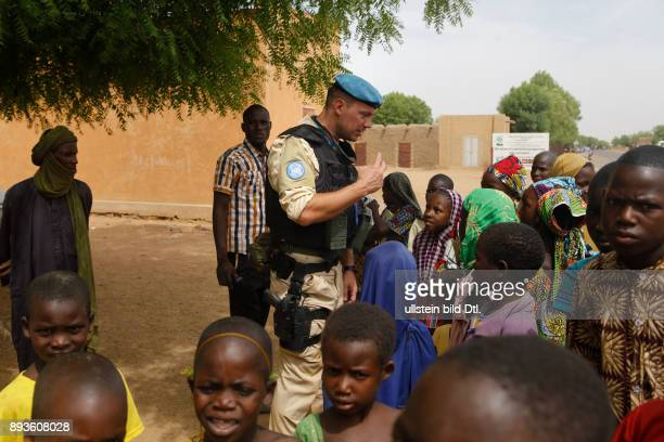 Germans on patrol with UNPOL in Gao trying to win the hearts and minds of the local children