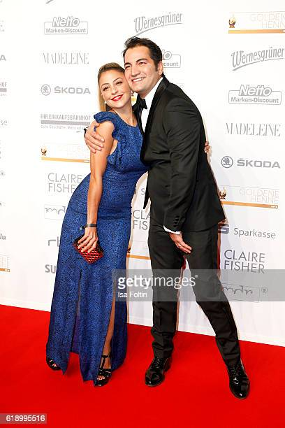 Germanturkish actress Arzu Bazman and germanturkish actor Buelent Sharif attend the Goldene Henne on October 28 2016 in Leipzig Germany