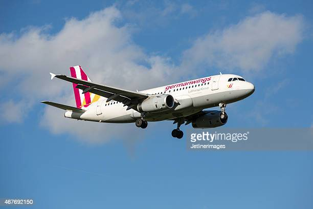 germanwings airbus a320 - a320 stock pictures, royalty-free photos & images