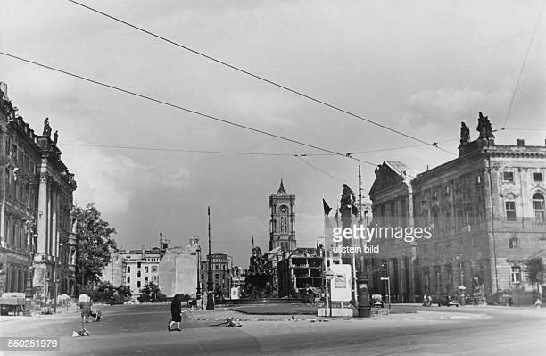 City view with the tower of the Red City Hall Vintage property of ullstein bild