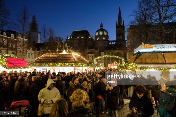 the Aachener Weihnachtsmarkt Christmas Market and the city hall in the background
