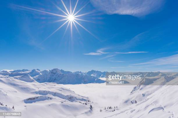 germany, allgaeu alps, panoramic view from zeigersattel to cloud-covered seealpsee with hoefats in the background - coberto de neve imagens e fotografias de stock