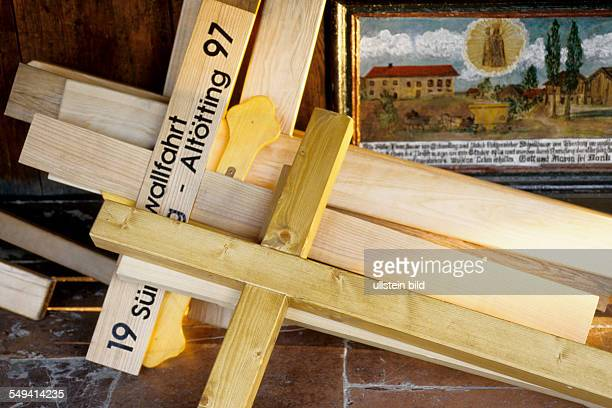Crosses for pilgrims