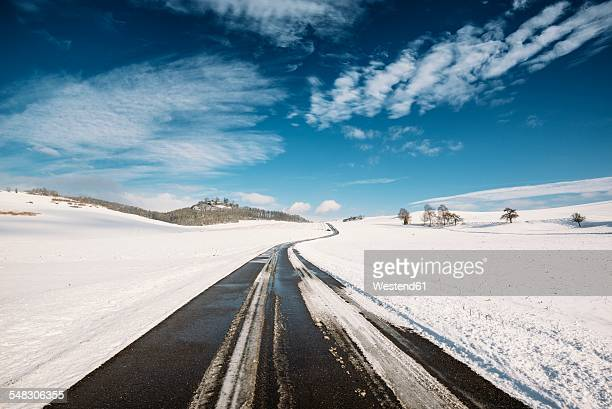 Germany, Baden-Wuerttemberg, Constance district, Hegau, Country road to Maegdeberg in winter