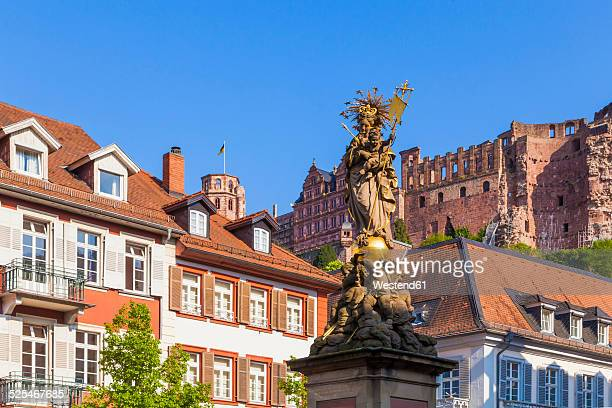 Germany, Baden-Wuerttemberg, Heidelberg, Old town, Corn Market, Marian Column, Heidelberg Castle in the background