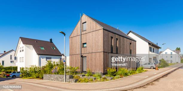 germany, baden-wuerttemberg, stuttgart, ostfildern, modern efficiency house, wooden facade, thermal insulation - facade stock pictures, royalty-free photos & images