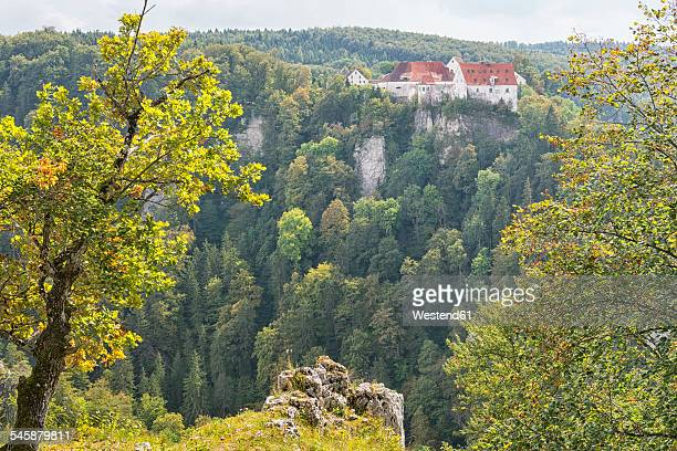 Germany, Baden-Wuerttemberg, Swabian Alps, Danube Valley, Leibertingen, View from Bandfelsen to Wildenstein Castle