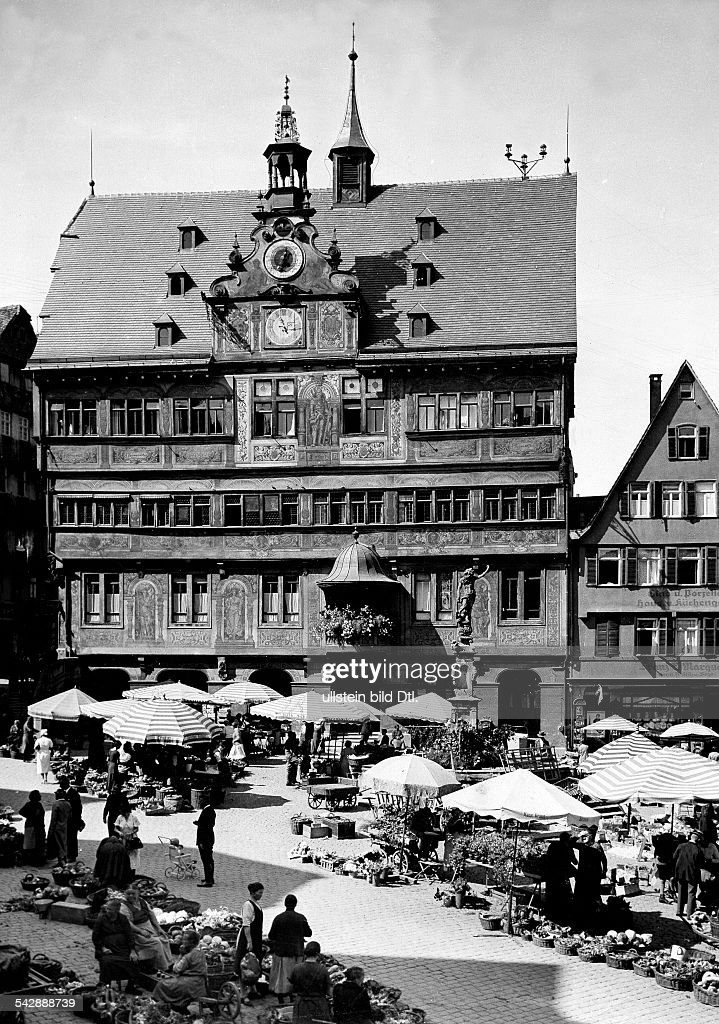 Germany - Baden-Wuerttemberg, Tuebingen, market in front of the Town Hall, 1937 : News Photo