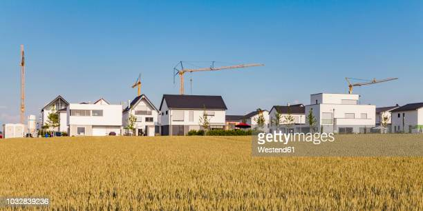 Germany, Baden-Wuerttemberg, Ulm, Lehr, modern one-family houses, cranes