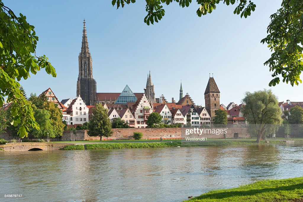 Germany, Baden-Wuerttemberg, Ulm, minster and Metzgerturm at River Danube : Stock Photo