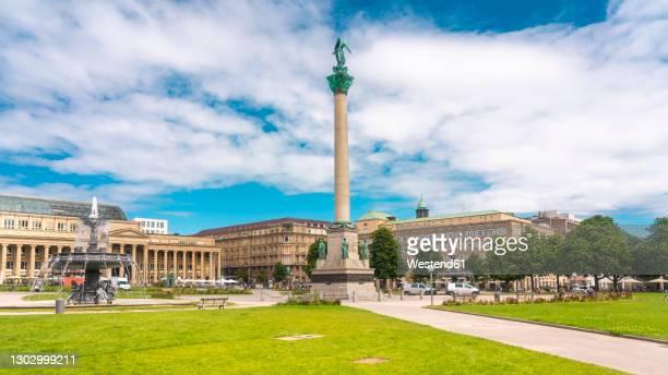 germany, baden-wurttemberg, stuttgart, clouds over schlossplatz with jubilaumssaule in foreground - stuttgart stock-fotos und bilder