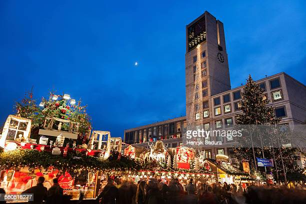 germany, baden-wurttemberg, stuttgart, town hall at night - estugarda imagens e fotografias de stock