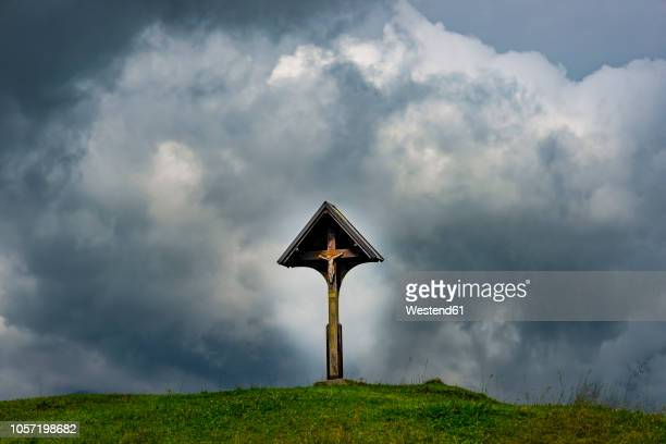 germany, bavaria, allgaeu, allgaeu alps, wayside cross with jesus figurine in front of dramatic sky - jesus calming the storm stock pictures, royalty-free photos & images