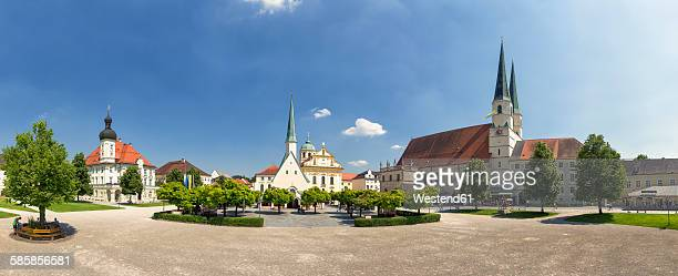 germany, bavaria, altoetting, view to chapel of grace and church of st magdalene at chapel square - altötting stock photos and pictures