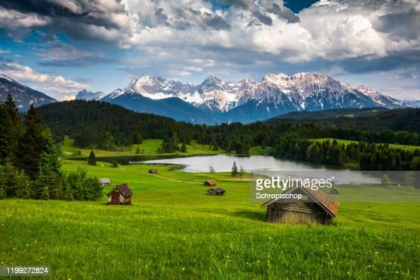 germany, bavaria,  karwendel mountains with lake gerold - tracking shot - oberbayern stock-fotos und bilder