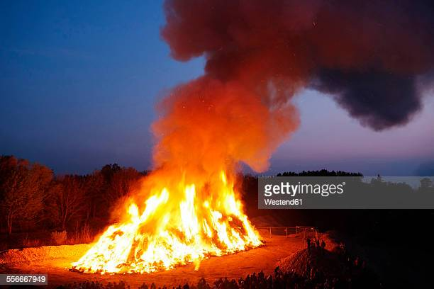 germany, bavaria, landsberied, easter bonfire, fire - osterfeuer stock-fotos und bilder