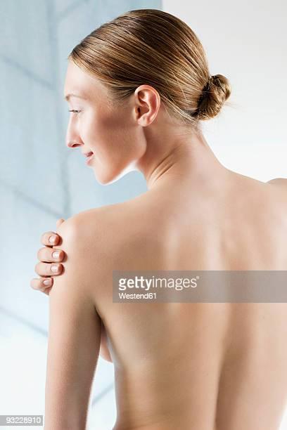 germany, bavaria, munich, rear view of woman, hand on bare shoulder - beautiful bare women fotografías e imágenes de stock