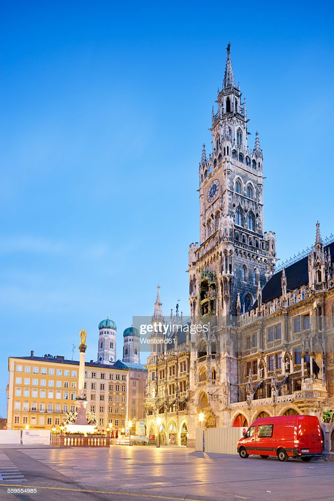 Germany, Bavaria, Munich, View of Marienplatz, New town hall, Marian Column and Frauenkirche in the evening : Stock Photo