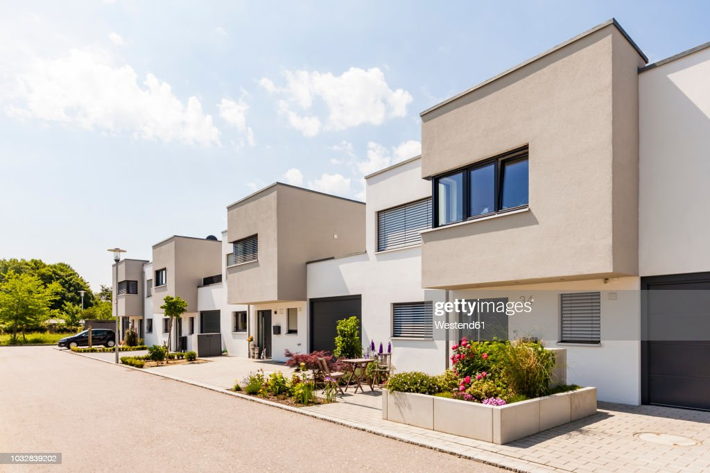 Germany, Bavaria, Neu-Ulm, modern one-family houses, efficiency houses : Foto de stock