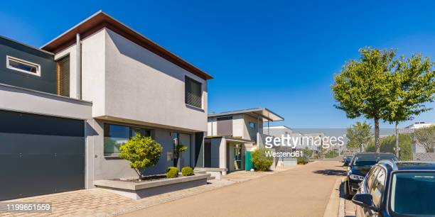 germany, bavaria, neu-ulm, new modern single-family houses of wiley residential area - vorort wohnsiedlung stock-fotos und bilder