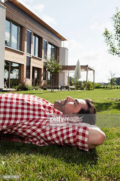 Germany, Bavaria, Nuremberg, Mature man resting in garden