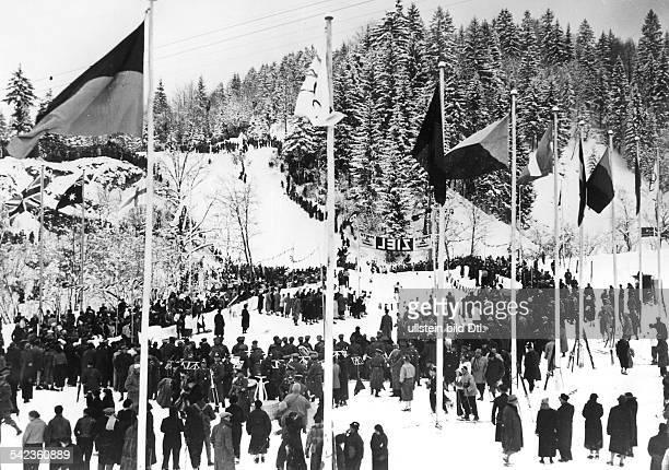Germany Bavaria Olympic games 1936 in GarmischPartenkirchen the finish of the skirun at Kreuzeneckbahn station photo by PresseIllustrationen Heinrich...