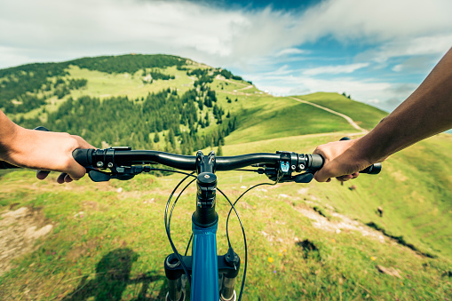 Germany, Bavaria, Pfronten, mountainbiker riding downhill on alpine meadow near Aggenstein - gettyimageskorea