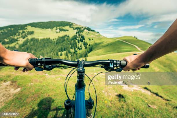 germany, bavaria, pfronten, mountainbiker riding downhill on alpine meadow near aggenstein - rushing the field stock pictures, royalty-free photos & images