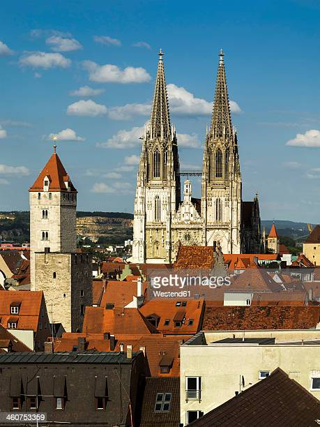 germany, bavaria, regensburg, view of old town with st peters cathedral - レーゲンスブルク ストックフォトと画像