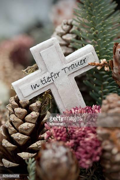 germany, bavaria, ruhpolding, grave yard, grave cross, in deep mourning - grab stock-fotos und bilder