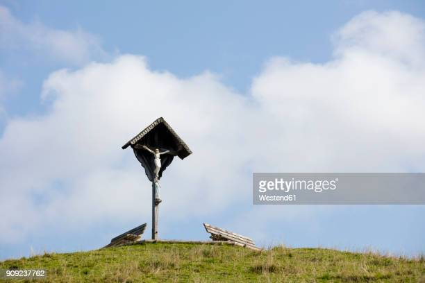 germany, bavaria, upper bavaria, chiemgau, reit im winkl, winklmoosalm, viewpoint and cross - religion stock-fotos und bilder
