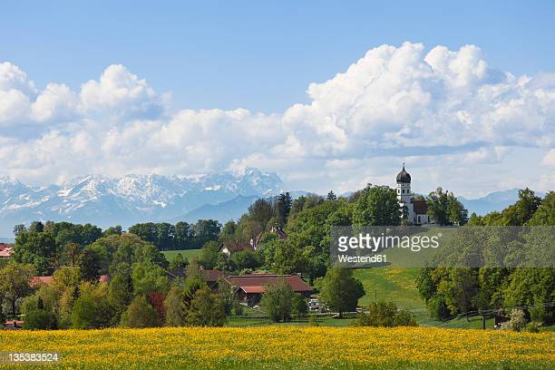 germany, bavaria, upper bavaria, muensing, holzhausen, view of countryside with alps and zugspitze mountain - starnberg photos et images de collection