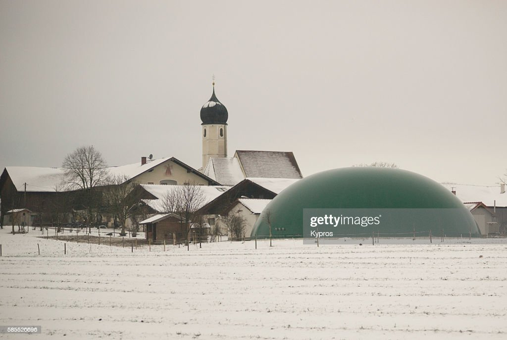 Germany, Bavaria, View Of Snow Covered Farmland With Plastic Manure Storage Dome, Church In Background : Stock-Foto