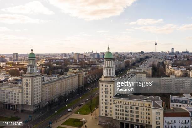 germany, berlin, aerial view offrankfurter tor square - フリードリッヒハイン ストックフォトと画像