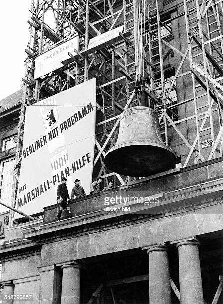 Germany Berlin Amerikanischer Sektor the Freedom Bell is being lifted up the bellfry of the town hall of Schoeneberg Photographer Martin Badekow...