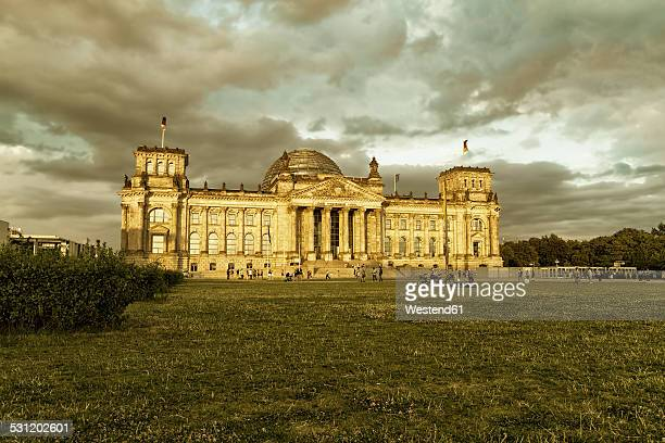 Germany, Berlin, Berlin-Tiergarten, Reichstag building in the evening