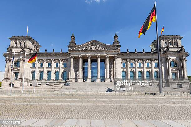 germany, berlin, berlin-tiergarten, reichstag building - bundestag stock photos and pictures