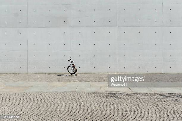 Germany, Berlin, bicycle parking in front of concrete wall at government district