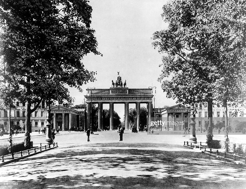 germany berlin brandenburg gate and pariser platz about 1920