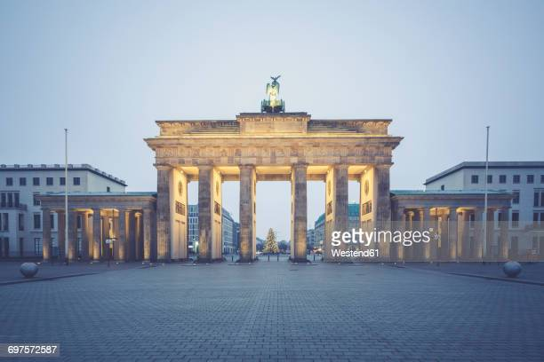 Germany, Berlin, Brandenburg Gate, Place of March 18 at Christmas time