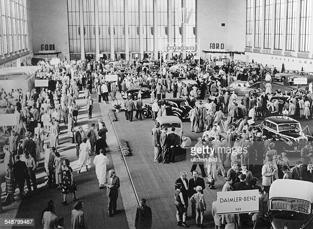 Germany Berlin British sector International Motor Show view of a fairground hall Photographer Martin Badekow Vintage property of ullstein bild