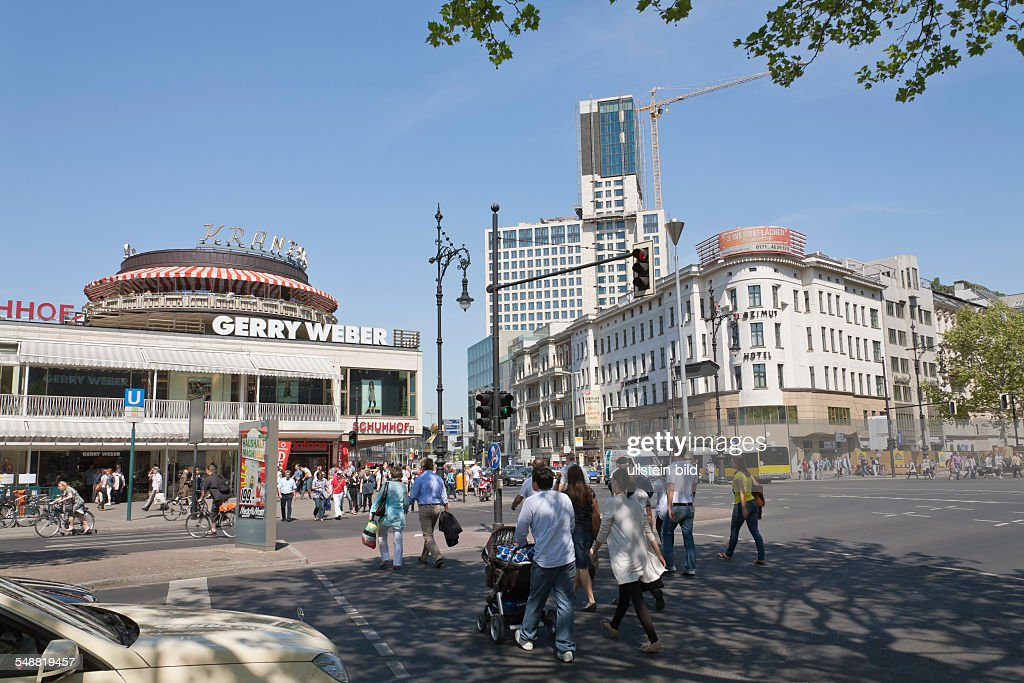 Berlin - Charlottenburg - Cafe Kranzler and Gerry Weber fashion store at Kurfuerstendamm / Joachimstaler Strasse : News Photo