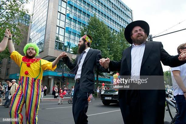 Germany Berlin Charlottenburg Jewish parade at Lag BaOmer holiday on the Kurfuerstendamm