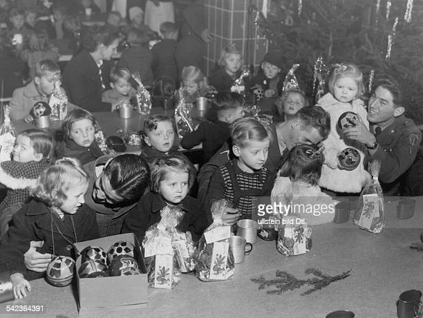 Germany Berlin christmas party in a refugee camp of the German Red Cross US soldiers giving presents to the children 1954