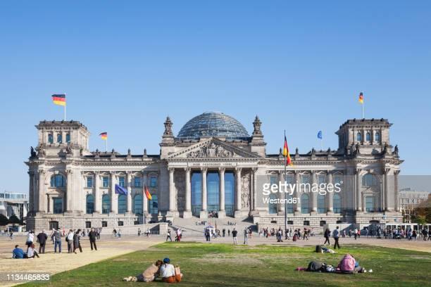 germany, berlin, disctrict mitte, reichstag building - reichstag stock-fotos und bilder