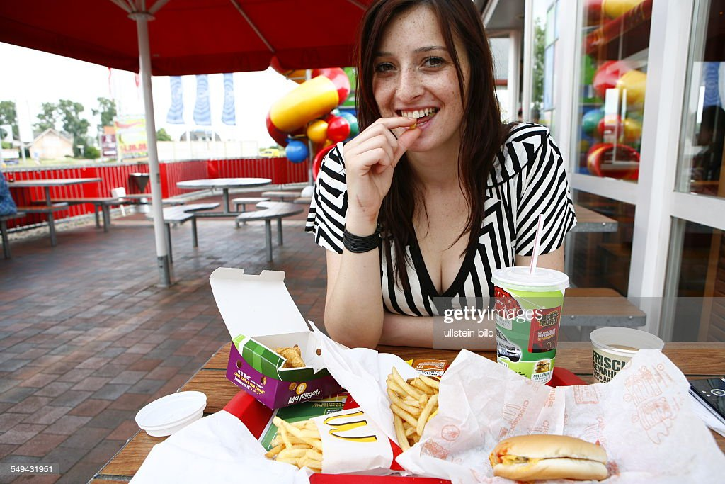 DEU, Germany, Berlin, eating at Mc Donalds : News Photo