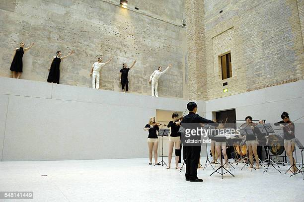Germany Berlin Ensemble Sasha Waltz Guests shows 'Dialoges 09 New Museum' at the New Museum Greek courtyard