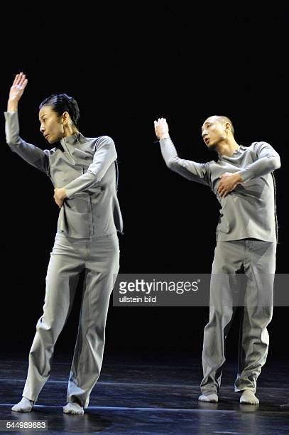 Germany Berlin Friedrichshain Radialsystem V Berlin Company Sasha Waltz Guests Titel Choreografen der Zukunft choreography and dance Jiri Bartovanec...