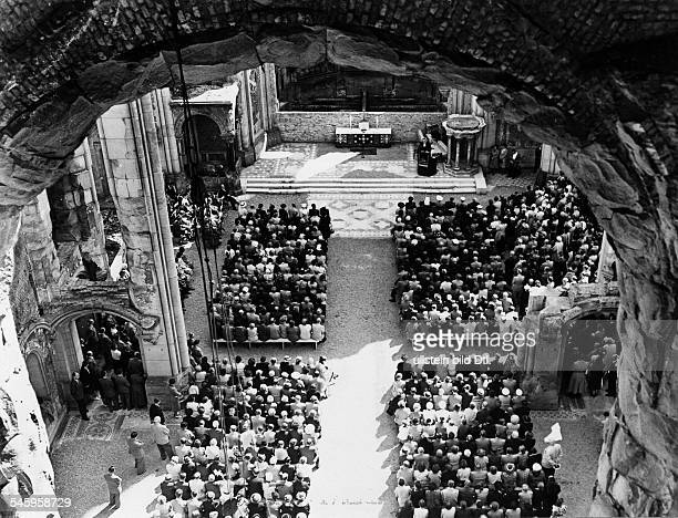 Germany Berlin Gedaechtniskirche Worship in th ruin of the church Reverend Schmidt preaching August 1953